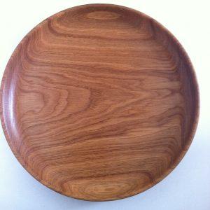 Деревянная тарелка из дуба