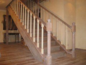 закрытая лестница на тетиве