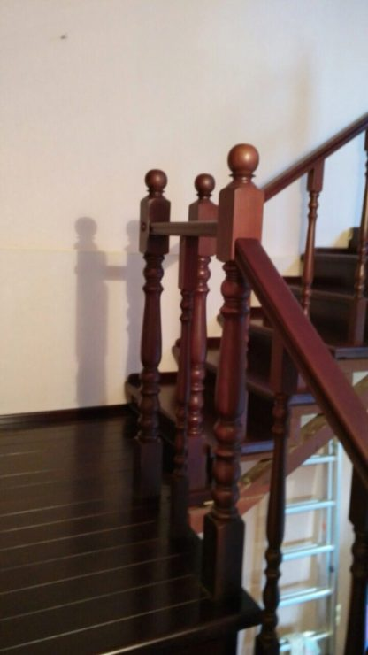 Деревянная лестница на второй этаж в Харькове