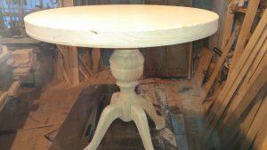 Четиренога из дерева для стола