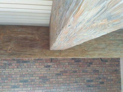 Декоративные балки из дерева на потолке