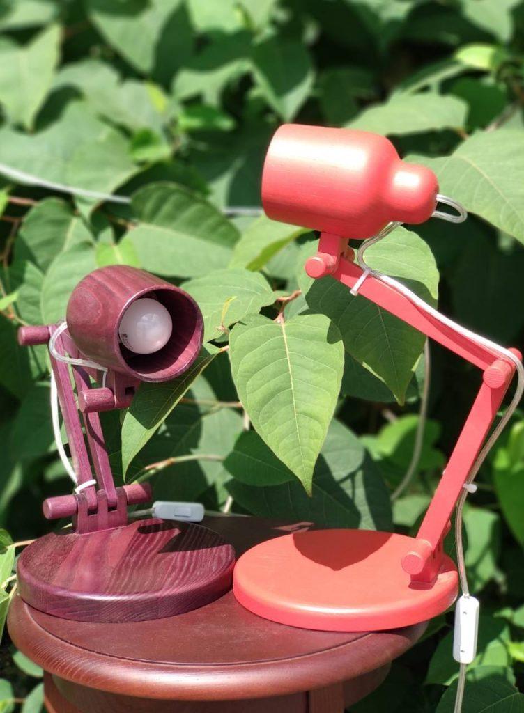 Настольная лампа Красная из дерева