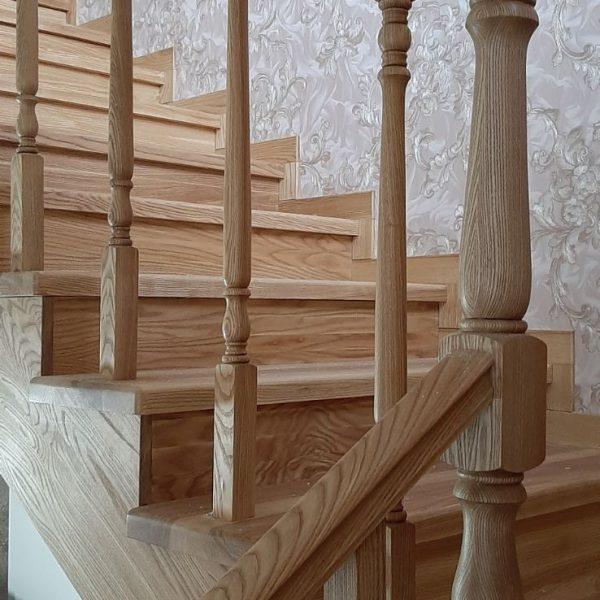 Лестница из ясеня на второй этаж