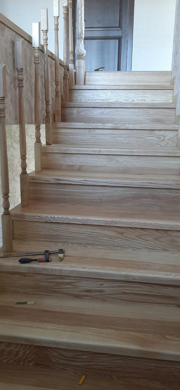 Лестница на второй этаж, Установка балясин