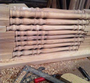 Балясины деревянные цена.